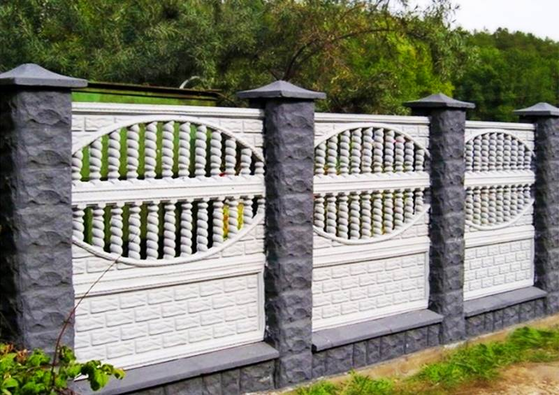 Забор из бетонных плит: технологии монтажа своими руками, плюсы и минусы