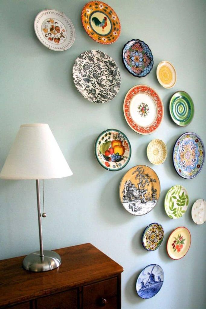 Декоративные тарелки на стену своими руками. как сделать простую подставку под декоративные тарелки видео: как креативно украсить стены декоративными тарелками