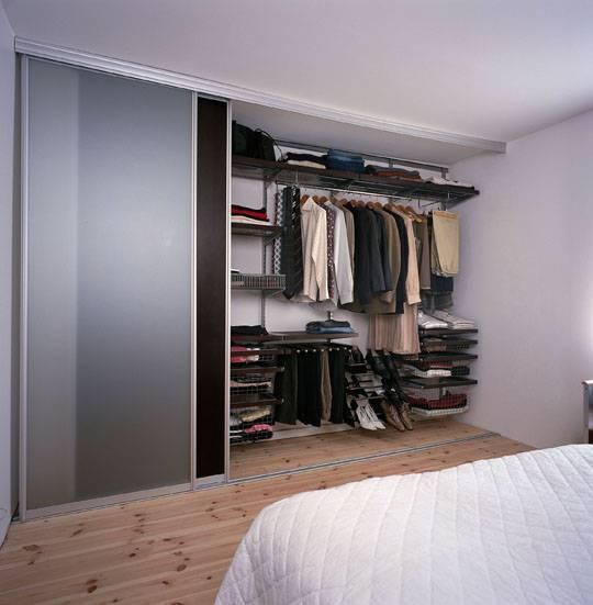 Гардеробная в небольшой спальне: как воплотить в реальность