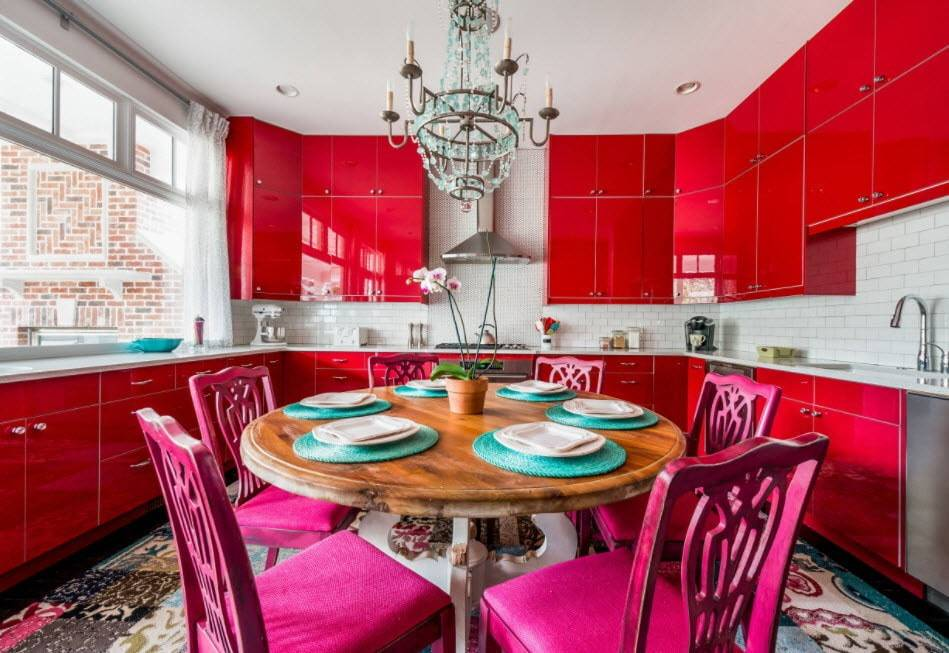 Красный цвет в оформлении кухни: преимущества использования, идеи дизайна