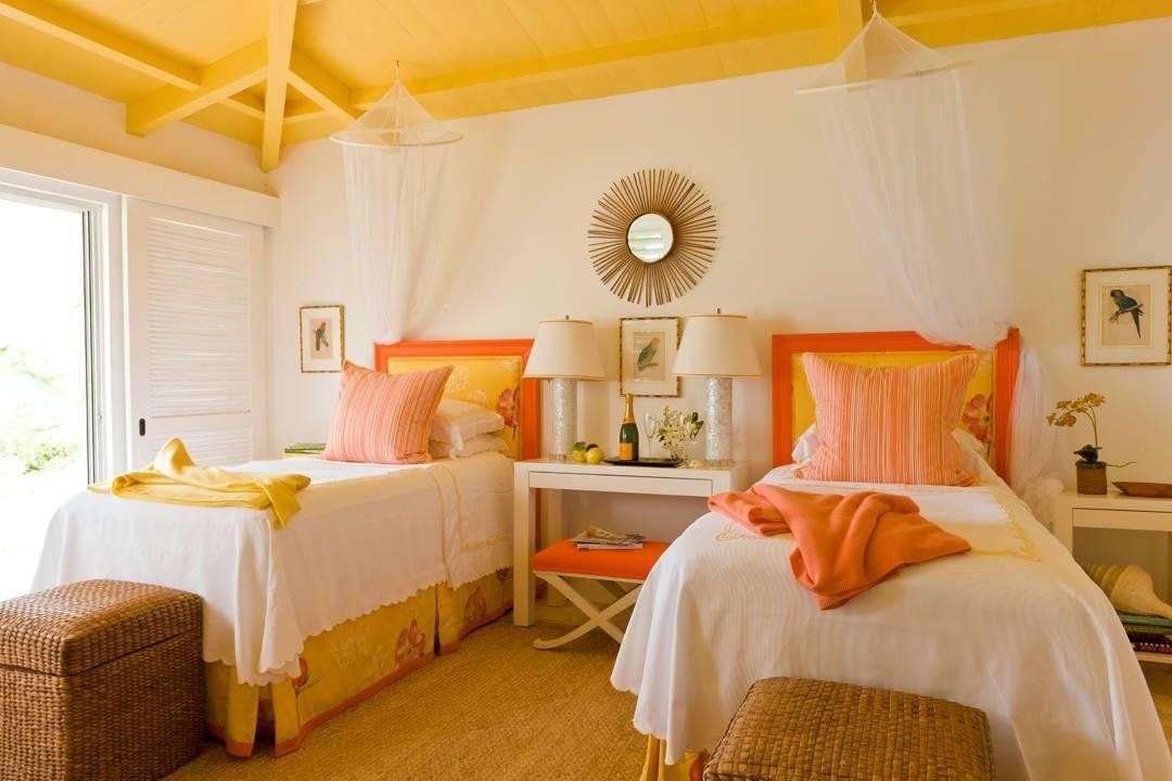 Дизайн спальной комнаты в желтых тонах с фото