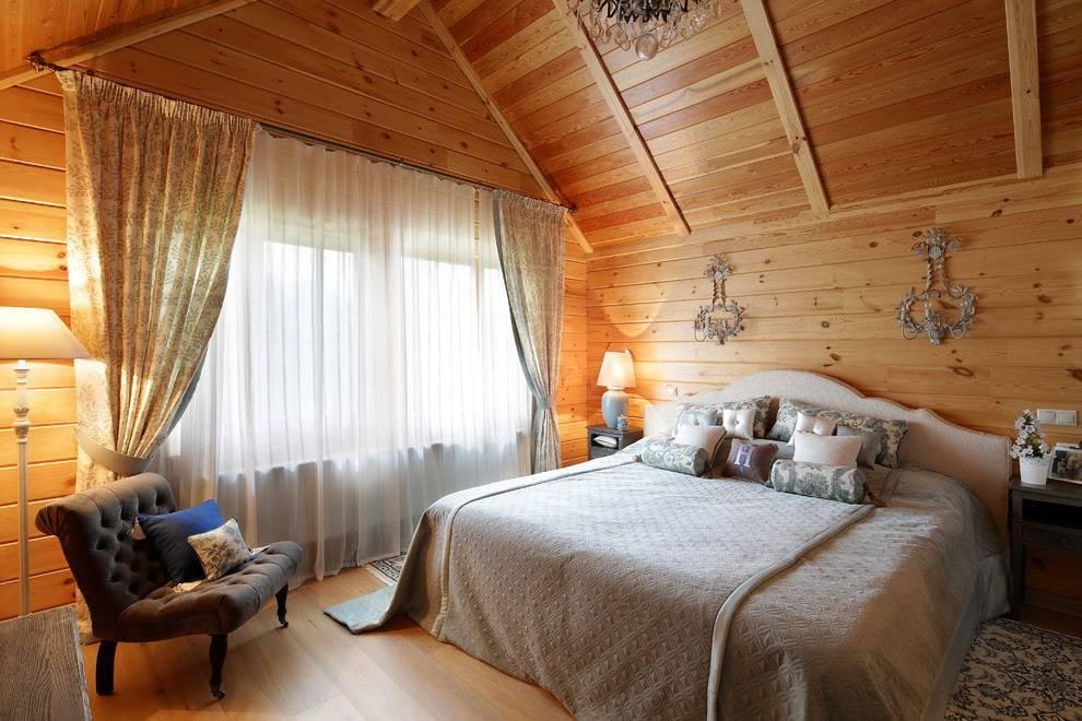 Спальня в деревянном доме — дизайн и фото