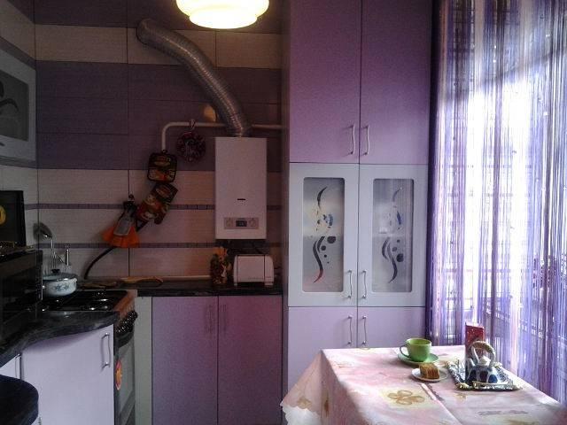 Как выбрать дизайн для маленькой кухни с газовой колонкой?