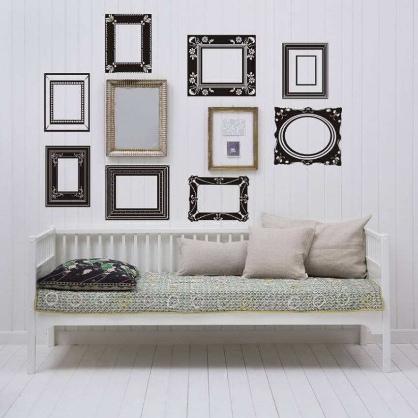 Оформление стены фотографиями в рамках: как повесить красиво на стене, расположение рамок разных размеров, композиция - 39 фото