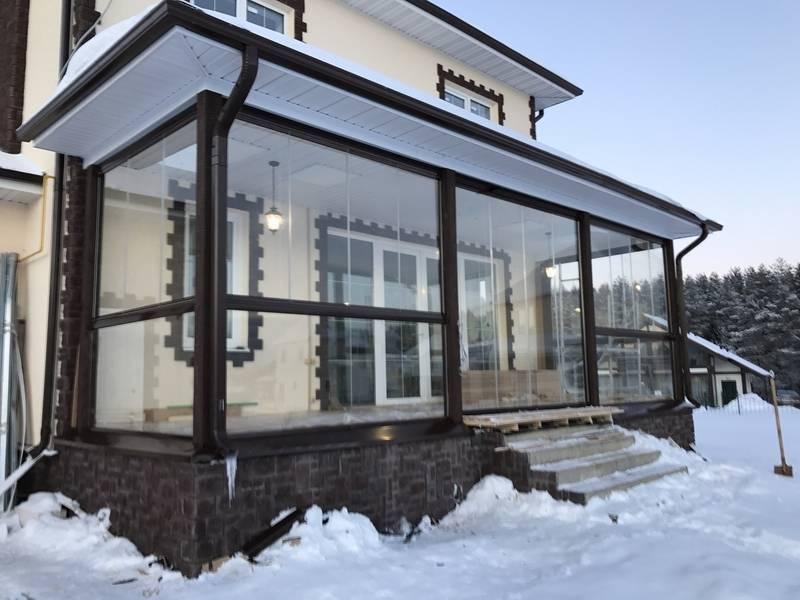 Варианты остекления террасы и веранды   окно у дома