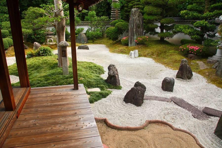 Японский сад камней: пятнадцатый камень сада рёандзи