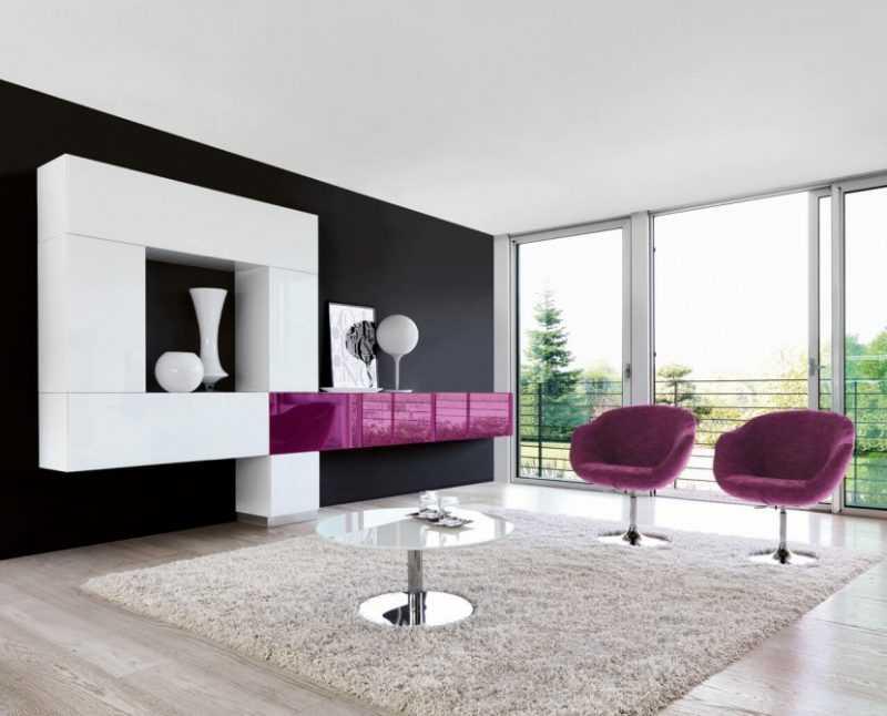 Глянцевые спальни (35 фото): модульная мебель белого и черного цветов, гарнитур с подвесными стенками, красивые примеры интерьера