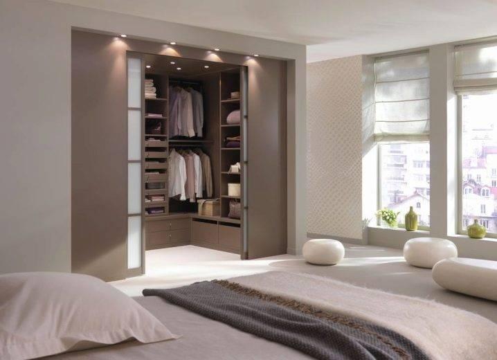 Угловая гардеробная в спальне (59 фото): дизайн гардеробной из гипсокартона в комнате 14 кв. м