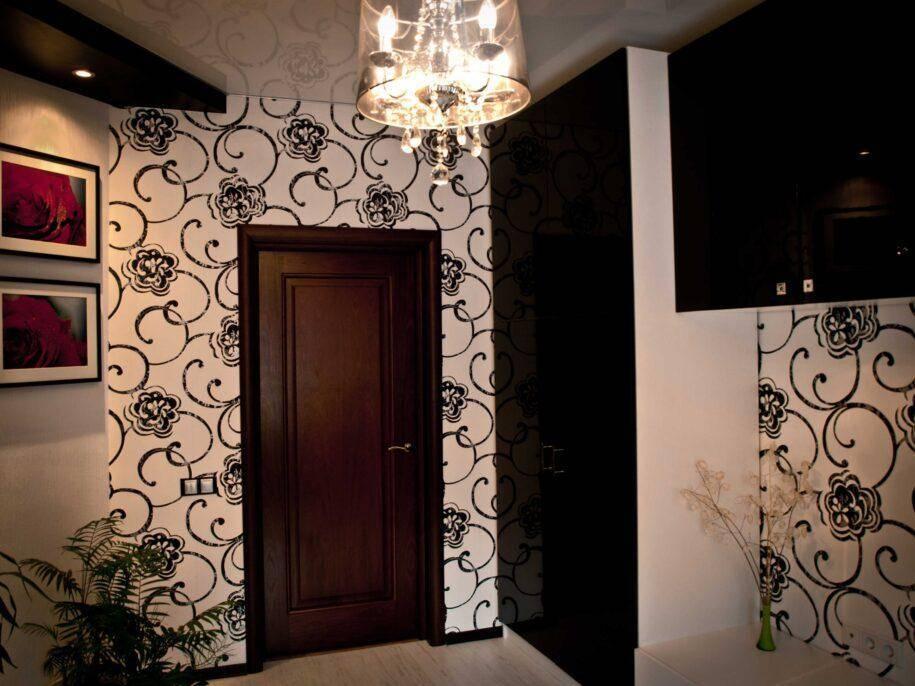 Обои в коридор, прихожую (121 фото): дизайн обоев, выбор в прихожую с темными и светлыми дверями, моющиеся серые и полосатые, белые и зеленые обои в интерьере