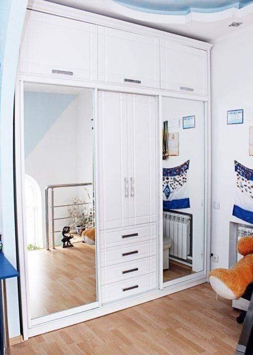 Шкафы распашные красивые, особенности и варианты декорирования