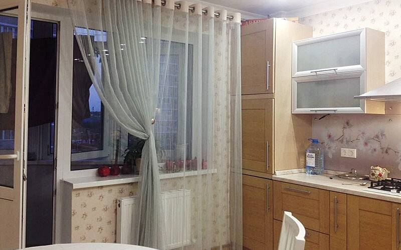 Шторы на кухню с балконной дверью (94 фото): шторы для кухни с балконом - новинки дизайна 2020 года