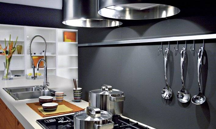 Рейлинги для кухни: разновидности, советы по выбору и установке