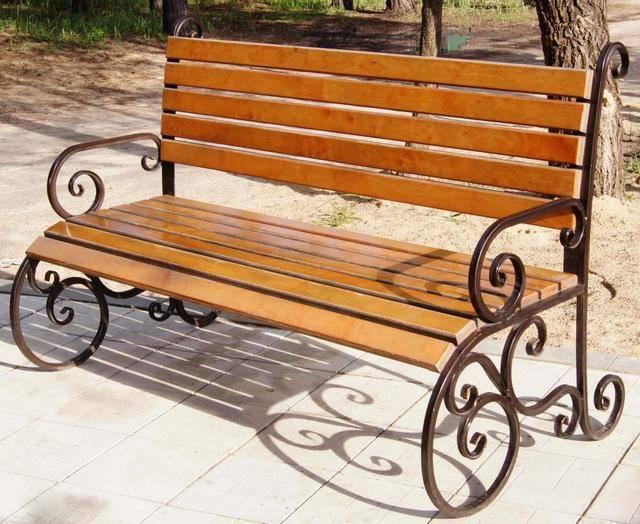 Скамейки из металла и дерева