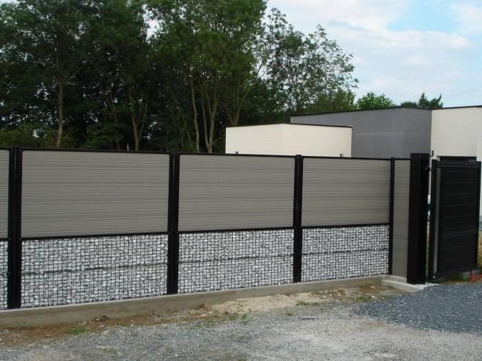 Красивый забор из пергонов и габионов