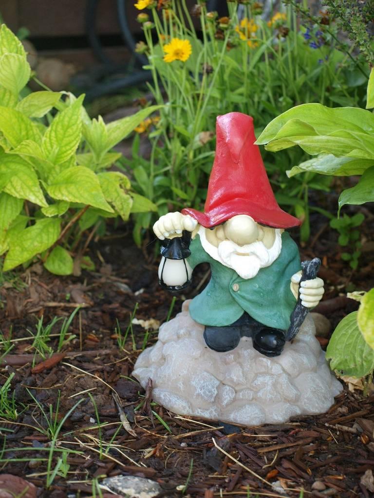 Садовые фигуры для дачи своими руками: как сделать самому и приукрасить сад