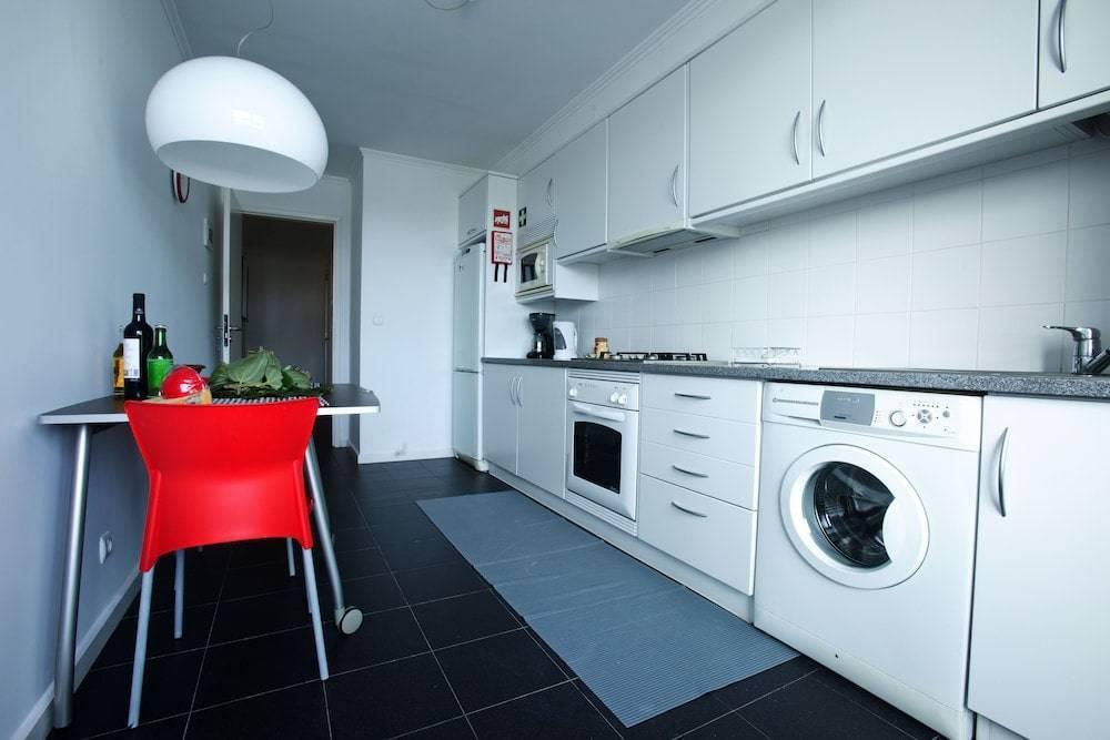 Стиральная машина в кухонном гарнитуре: нюансы и правильная установка машинки