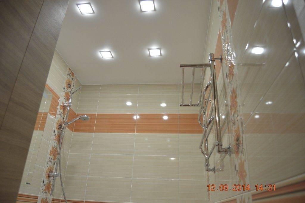 Светильники на потолок в ванную комнату (74 фото): потолочные модели в комнату с натяжным потолком