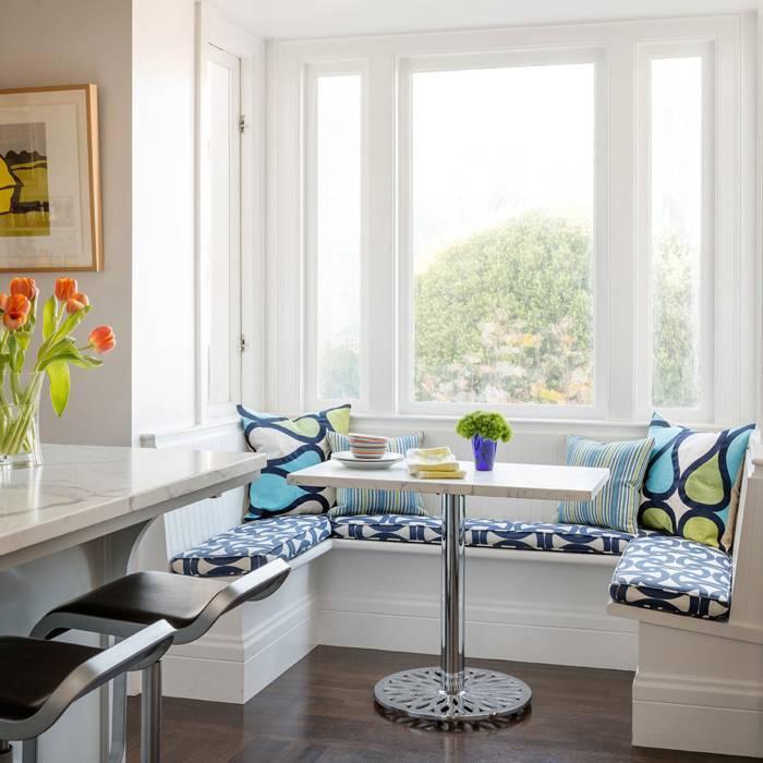 Подоконник-столешница на маленькой кухне в едином стиле  - 23 фото