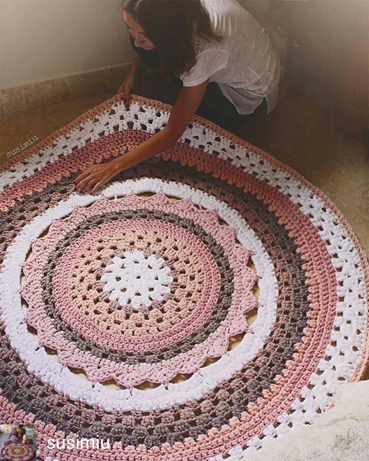 Как связать коврик крючком - описание схем вязания для начинающих