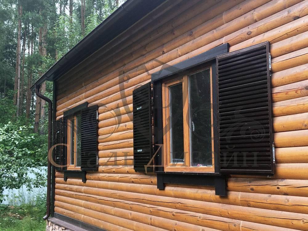 Древние ставни на окна: элемент защиты и декоративного оформления загородных домов