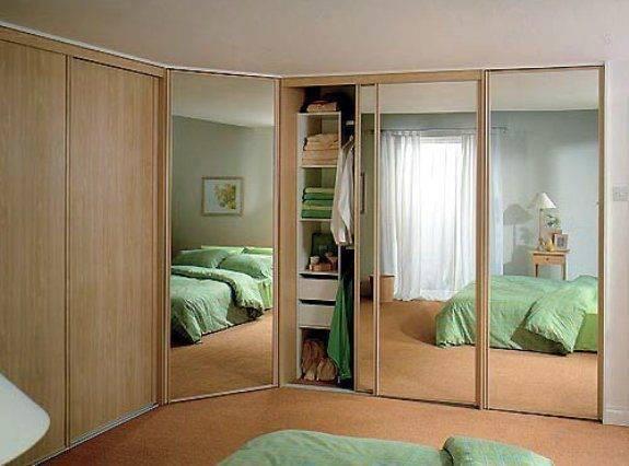 Угловой шкаф в маленькую спальню. за и против