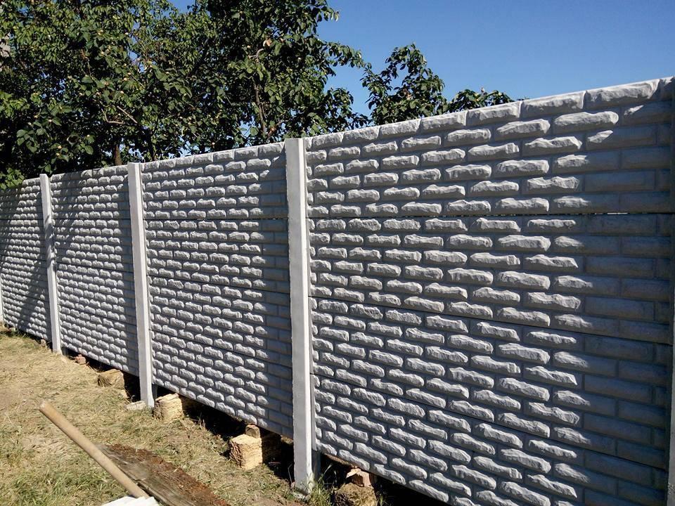 Секционный бетонный забор (28 фото): сборный железобетонный забор из секций, стандартные размеры ограждения