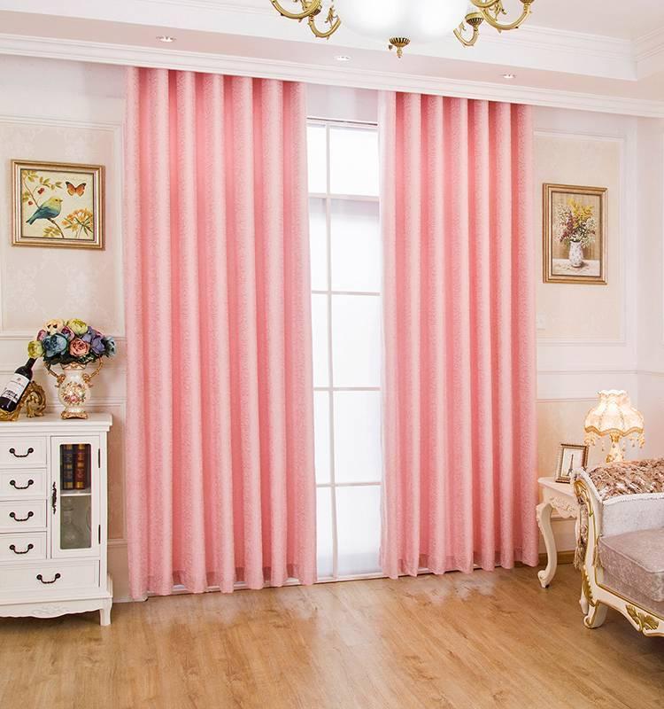 Короткие шторы в интерьере детской
