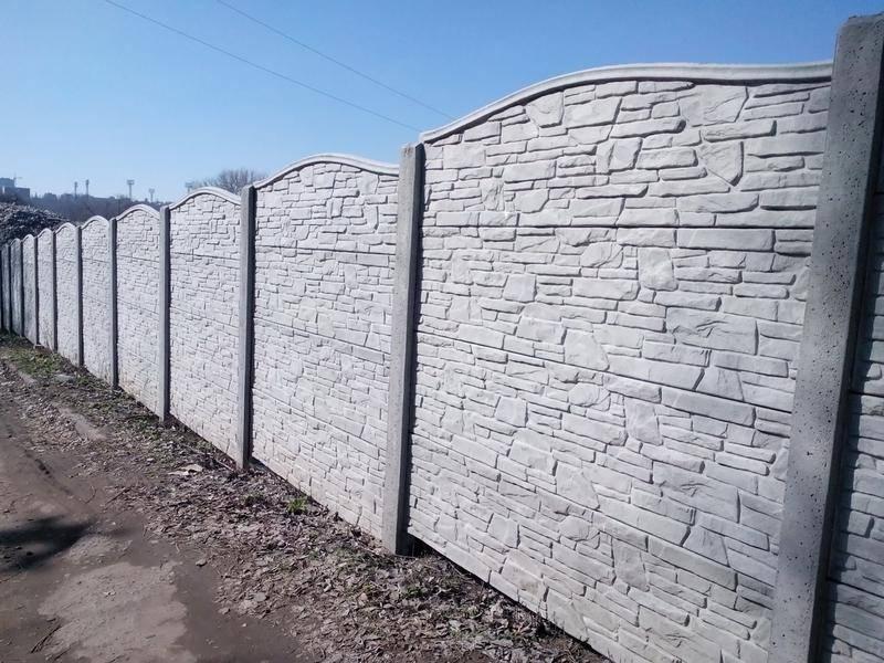 Бетонный забор секционной конструкции – надежное решение на долгие годы — sdelayzabor.ru