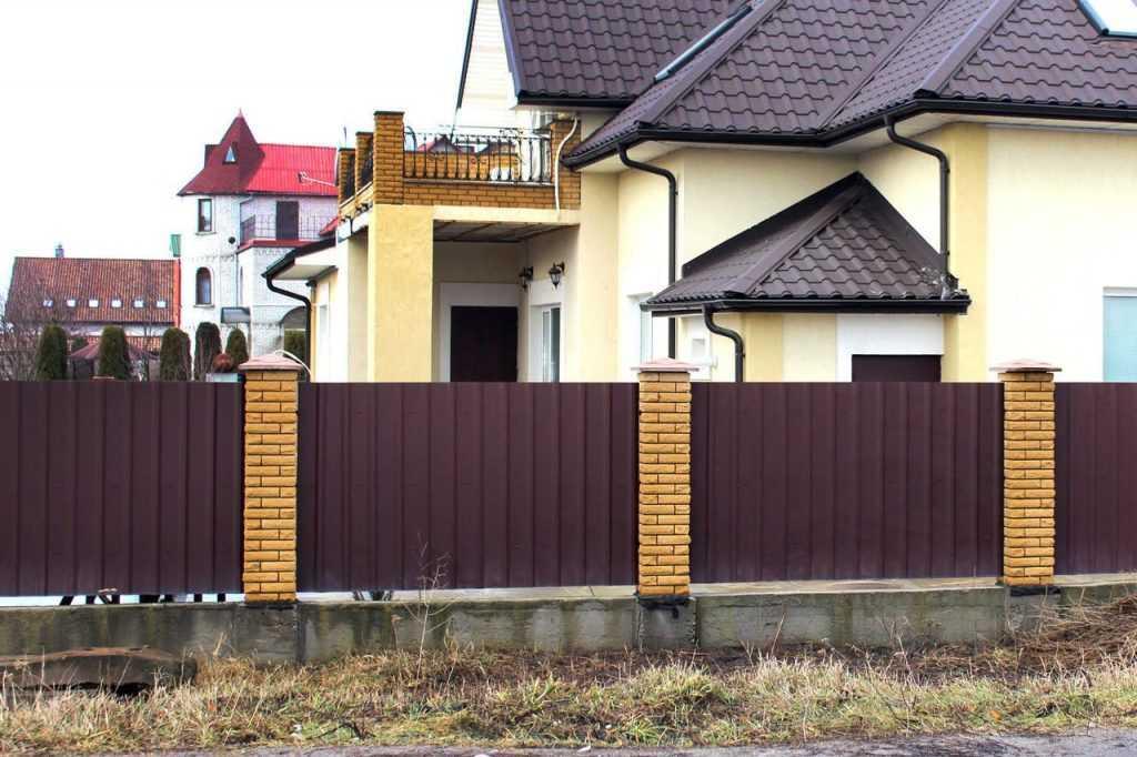 Красивые заборы для частного дома: выбираем лучший вариант (фото)