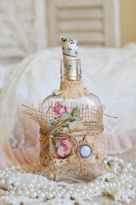 Оригинальные идеи декорирования бутылок с помощью колготок