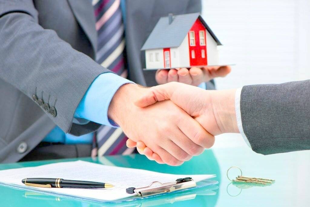 Стоит ли нанимать риэлтора при покупке квартиры в ипотеку: подводные камни и риски