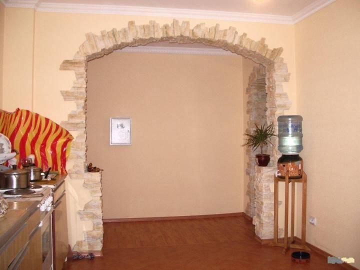 Декоративный искусственный камень для внутренней отделки в коридоре и прихожей  - 52 фото