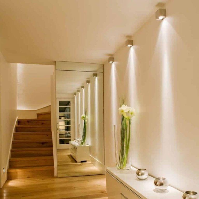 Освещение в коридоре и прихожей с натяжным и другим типом потолка: основной свет и подсветка, варианты для узкого, длинного помещения