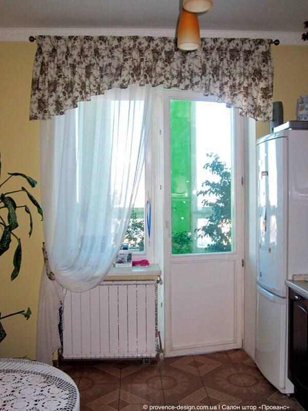 Подбор занавесок на кухню с балконной дверью