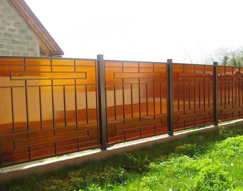 Забор из поликарбоната - особенности устройства и монтажа