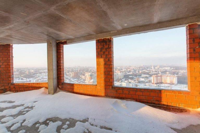 Стоит ли покупать: плюсы и минусы квартиры на последнем этаже
