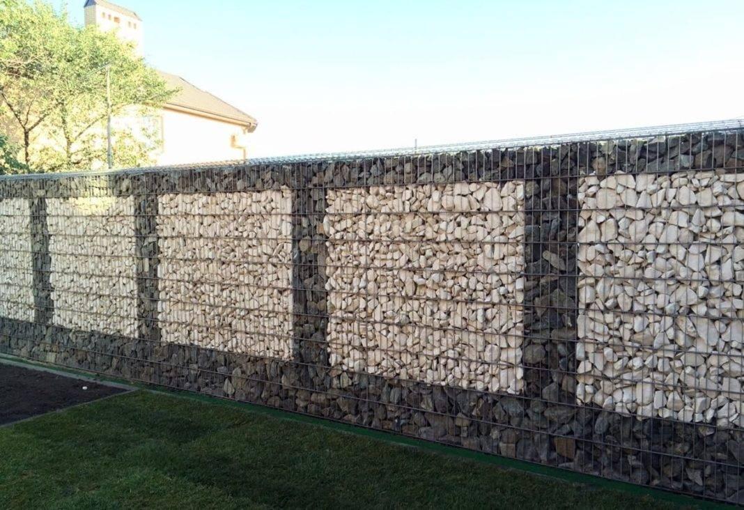 Секционный бетонный забор: достоинства, недостатки и основные рекомендации по установке