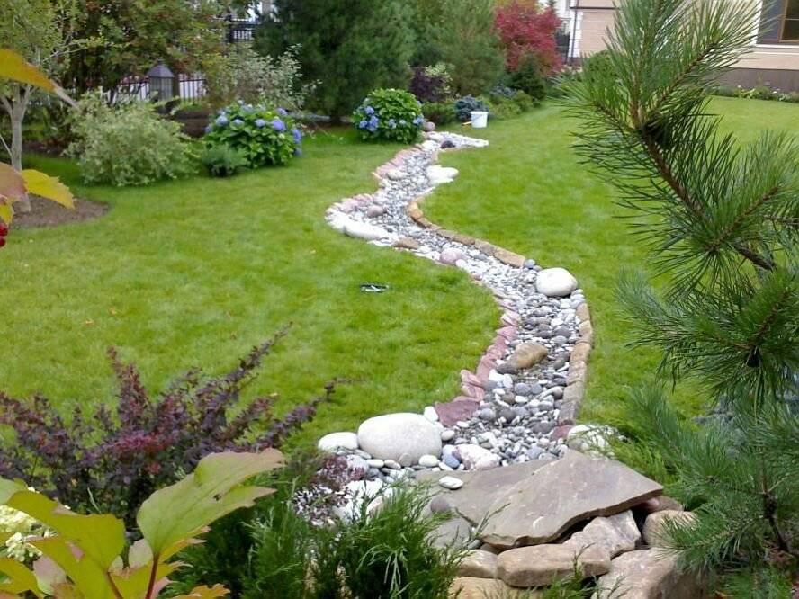 Сухой ручей (58 фото): примеры в ландшафтном дизайне на даче, устройство, оформление в саду из камней и растений, выбираем мостик
