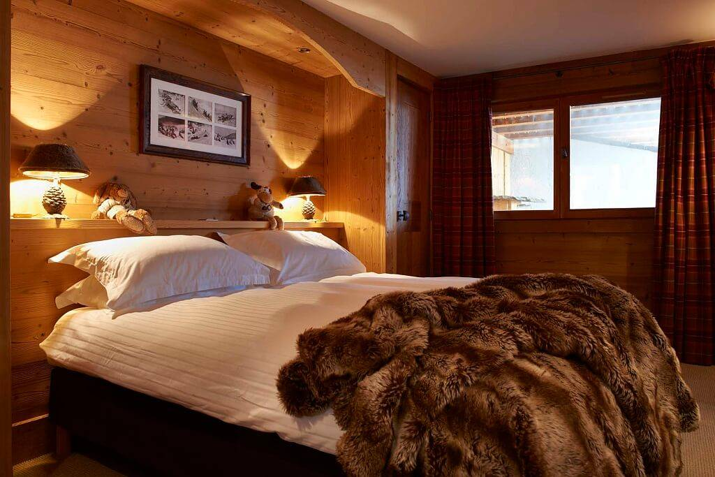 Спальня в стиле шале: 88 фото-идей лаконичного дизайна интерьера