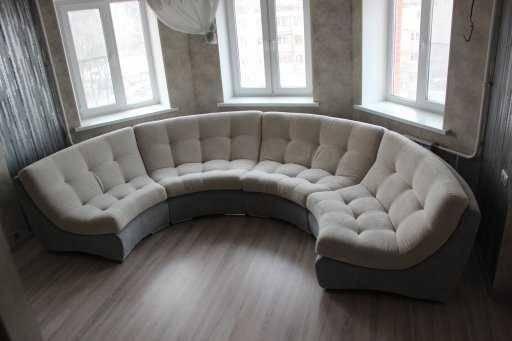 Полукруглый диван (59 фото): диван для гостиной полукругом, большие модели в эркер для сна