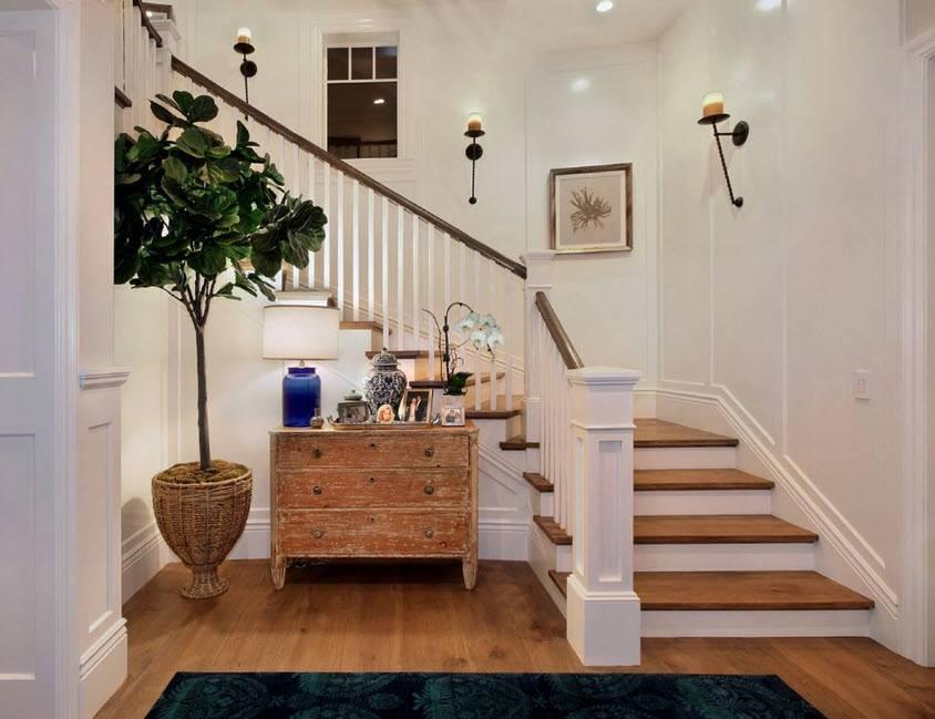 Дизайн холла с лестницей в частном доме (77 фото): интерьер лестничных пролетов на второй этаж, обои для отделки потолка