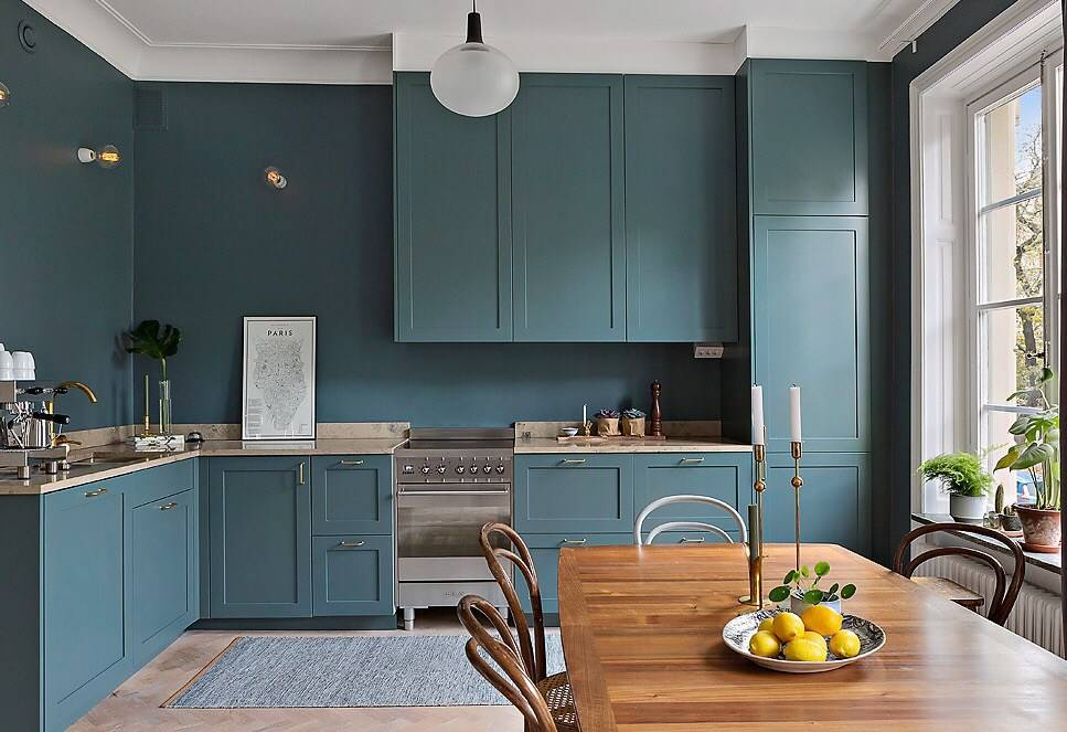 Голубая кухня (82 фото): с какими цветами сочетается в интерьере голубой кухонный гарнитур? дизайн кухни в светло-голубых и темно-голубых тонах