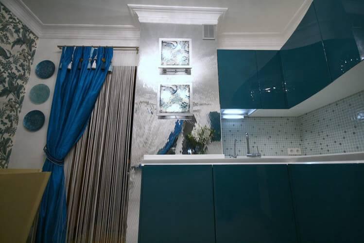 Вентиляционный короб на кухне: как обыграть, дизайн с выступом над кухонным гарнитуром при входе нестандартной кухни  - 24 фото