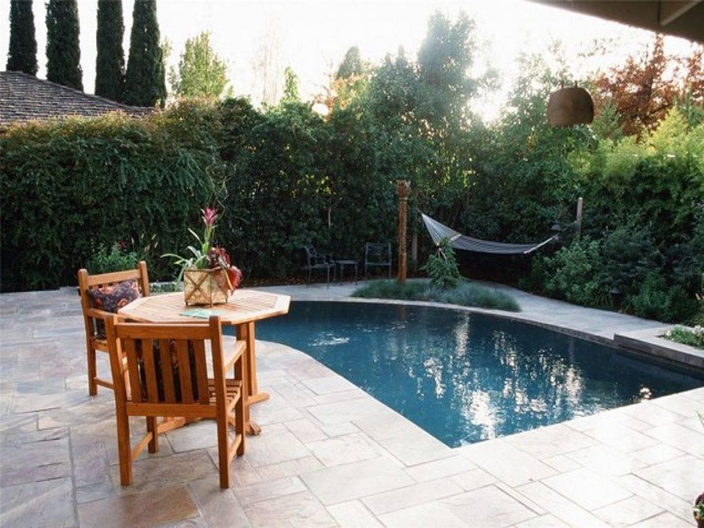 Ландшафтный дизайн двора частного дома своими руками: проэкты с беседкой