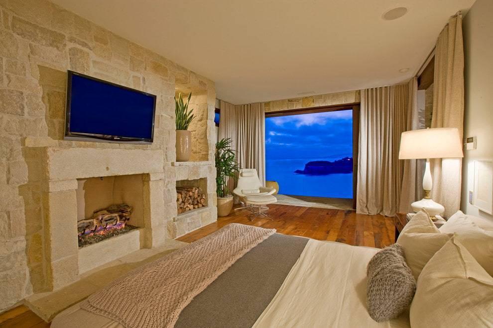 Высота установки телевизора в гостиной и оформление стены