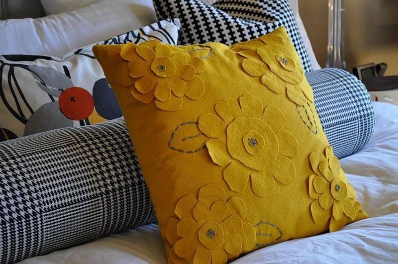Декоративные подушки своими руками: задаем настроение любому интерьеру