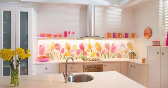 Как крепить пластиковый фартук на кухне? как приклеить к стене фартук из пластика жидкими гвоздями? как установить стеновую декоративную панель из пвх?