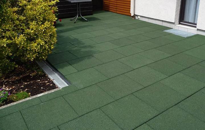 Резиновые покрытия для садовых дорожек: разновидности материалов, их преимущества и особенности, цены, фото