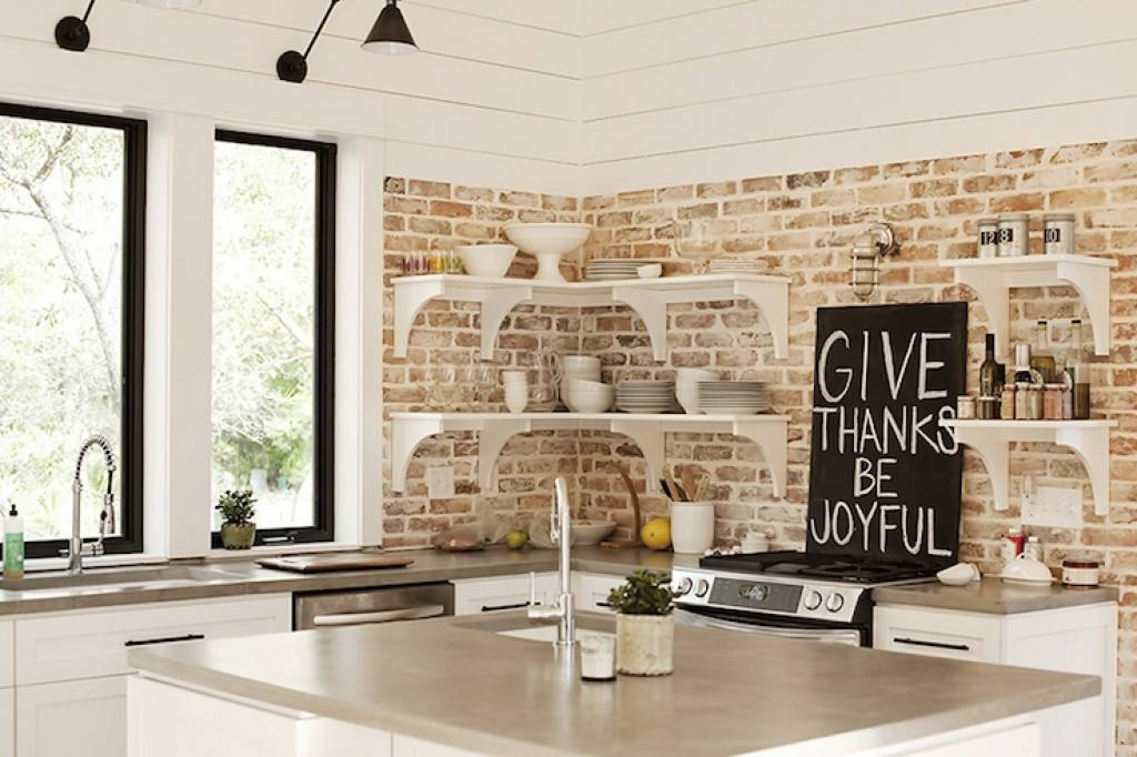 Красивая кухня из кирпича своими руками