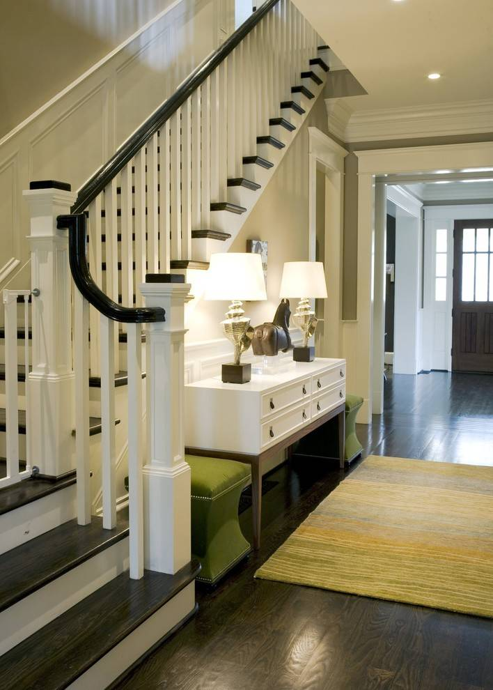 Лестница в частном доме на второй этаж — дизайн прихожей